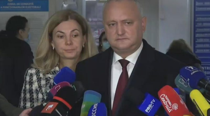 Действующий глава государства Игорь Додон проголосовал на своём избирательном участке вместе с супругой 6 15.05.2021