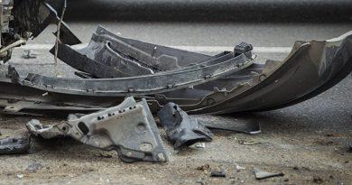 Un bărbat din raionul Ocnița nu a ținut cont de viteză și s-a tamponat cu microbuzul într-un tractor