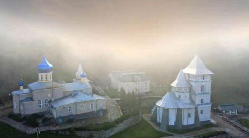 Drumul spre mănăstirea din satul Călărășeuca, raionul Ocnița, va fi mai accesibil pentru vizitatorii lăcașului