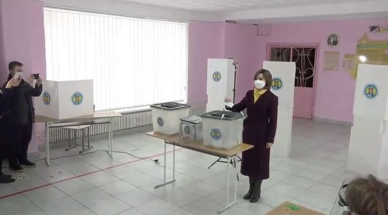 Кандидат партии на пост президента страны Майя Санду воспользовалась своим правом голоса 1