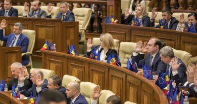 После двухмесячного перерыва депутаты соберутся на парламентское заседание 4