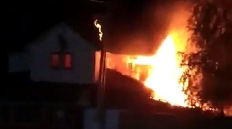 /VIDEO/ Un incendiu puternic s-a produs în satul Căinarii Vechi din raionul Soroca