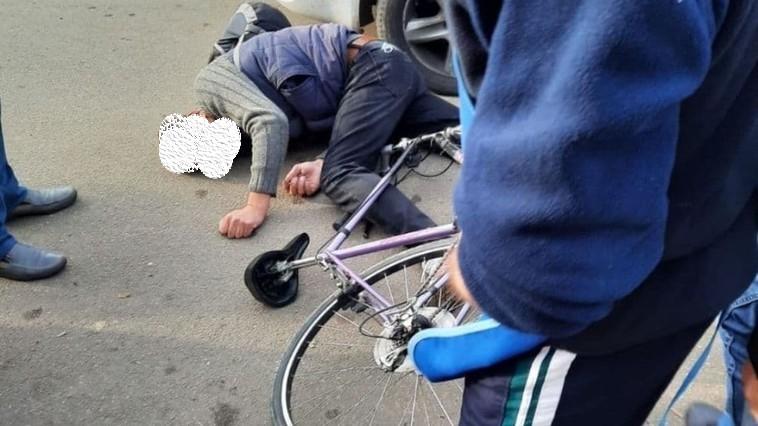 Un biciclist din Edineț în stare de ebrietate s-a lovit într-un automobil, iar acum riscă amendă