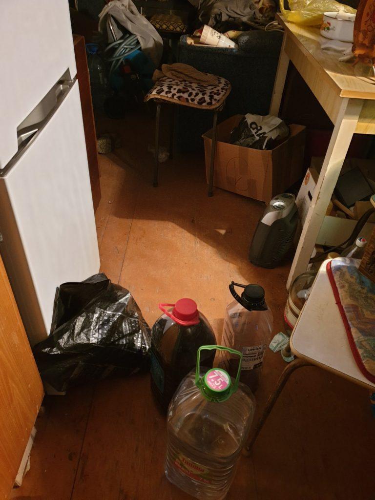 /FOTO/ Polițiștii din Bălți au depisat în gospodăria unui bărbat din oraș 200 litri de alcool contrafăcut 1