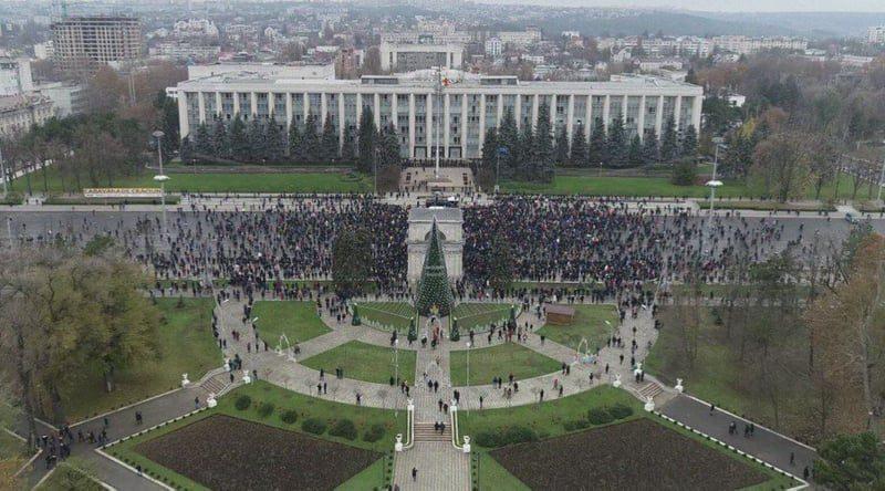 Datele privind numărul de protestatari ce au participat la manifestația de duminică din centrul Chișinăului, diferă. Cine are dreptate poliția sau organizatorii
