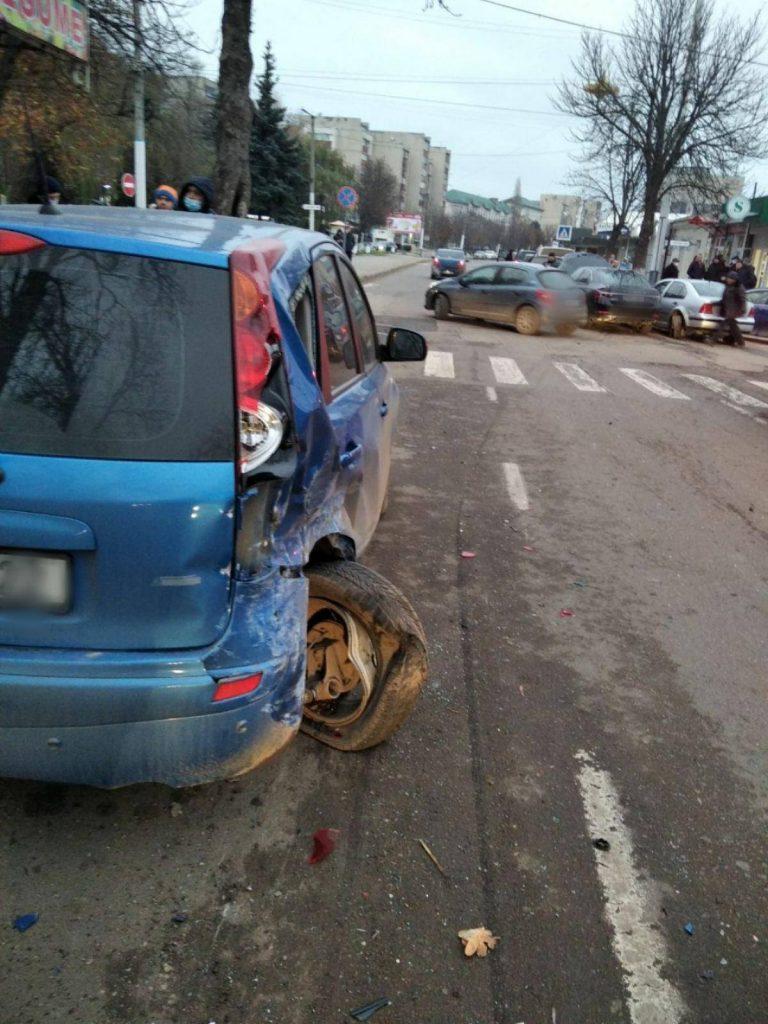 Foto /FOTO/ Carambol pe o stradă din Soroca, mai multe mașini au fost avariate. Explicațiile oamenilor legii 2 29.07.2021