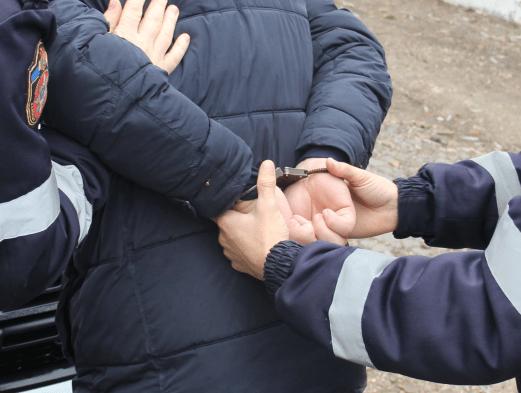 Oamenii legii au reținut un suspect în cazul triplului omor din raionul Ocnița