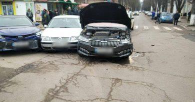 /FOTO/ Carambol pe o stradă din Soroca, mai multe mașini au fost avariate. Explicațiile oamenilor legii
