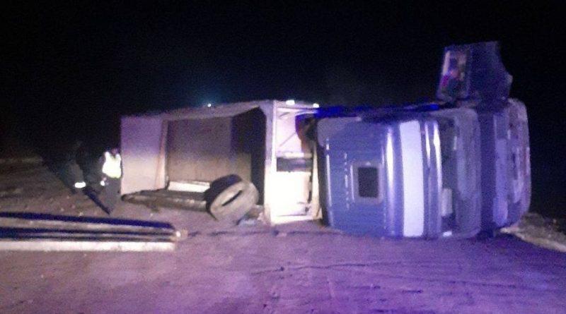 /FOTO/ Un minor de 16 ani în stare de ebrietate s-a inversat cu un camion în raionul Râșcani. În unitatea de transport se mai afla un pasager