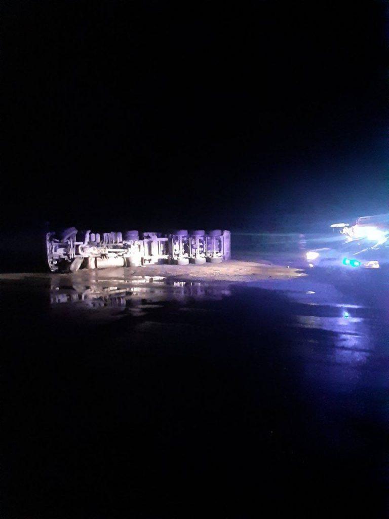 Foto /FOTO/ Un minor de 16 ani în stare de ebrietate s-a inversat cu un camion în raionul Râșcani. În unitatea de transport se mai afla un pasager 2 29.07.2021