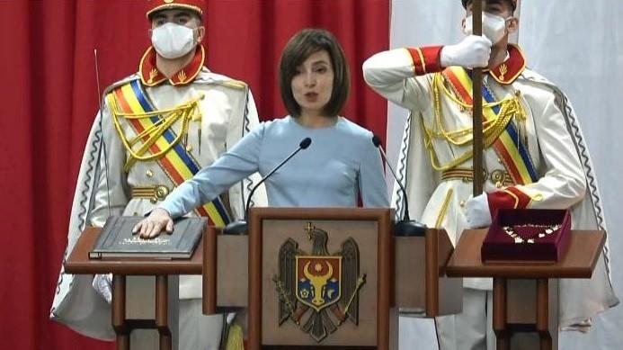 Maia Sandu a fost învestită în funcția de președinte al Republicii Moldova