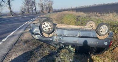 /FOTO/ Un tânăr s-a inversat cu automobilul în raionul Florești din cauza condițiilor climaterice nefavorabile