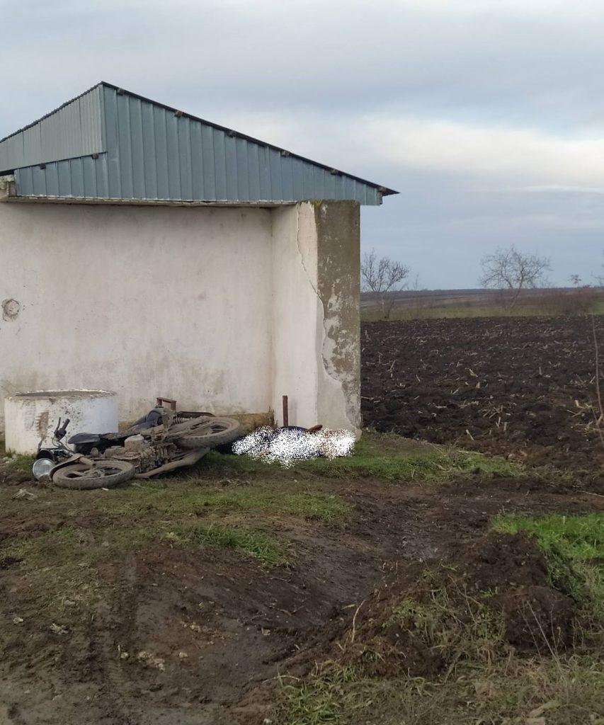 Foto /FOTO/ Un tânăr din raionul Florești a murit, după ce s-a tamponat cu motocicleta într-un inel de beton armat 2 13.06.2021