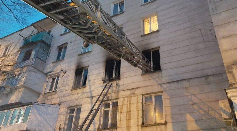 Un bărbat din orașul Briceni a ajuns la spital intoxict cu fum, după ce locuința i-a luat foc