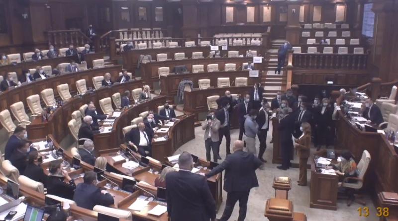 В парламенте РМ голосами социалистов и  «Партии Шор» сократились полномочия избранного президента Майи Санду