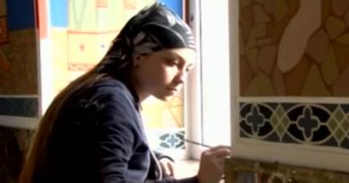 O tânără din raionul Florești realizează picturi murale în biserici