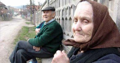 Foto Vârsta de pensionare pentru femei și bărbați a fost redusă. Vezi de când intră în vigoare legea 1 22.09.2021