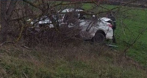 Foto /FOTO/ Grav accident în raionul Fălești. Un bărbat a murit după ce s-a lovit cu mașina într-un copac de pe marginea drumului 2 14.06.2021