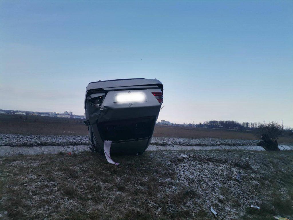 Foto /FOTO/ Accident la Bălți. Un tânăr a ajuns la spital, după ce s-a răsturnat cu mașina 1 23.06.2021