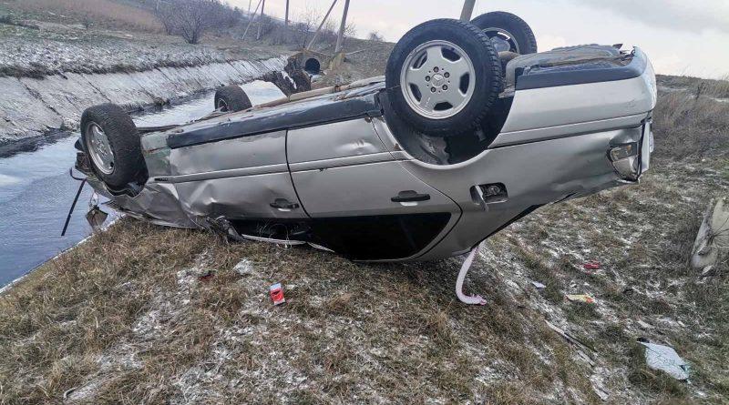 /FOTO/ Accident la Bălți. Un tânăr a ajuns la spital, după ce s-a răsturnat cu mașina