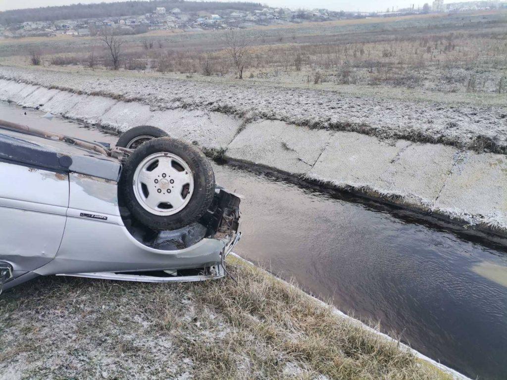 Foto /FOTO/ Accident la Bălți. Un tânăr a ajuns la spital, după ce s-a răsturnat cu mașina 4 23.06.2021