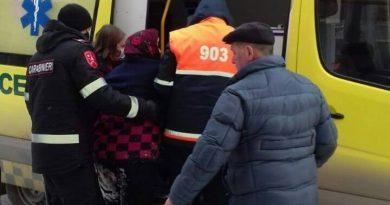 O femeie din Bălți a fost ajutată de carabinieri, după ce a alunecat pe gheață și a căzut jos
