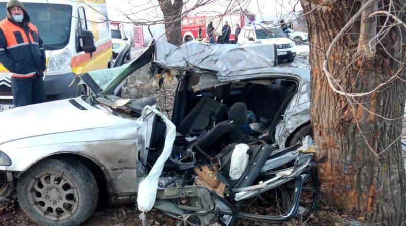 /FOTO/ Grav accident în raionul Sângerei. O persoană a murit, iar altele două au ajuns la spital