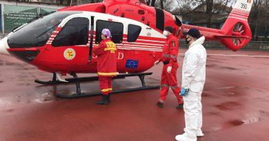 /VIDEO/ Femeia din satul Risipeni, raionul Fălești, care a suferit arsuri de gradul I, II și III, în urma unei deflagrații, a fost transportată cu elicopterul SMURD la Chișinău