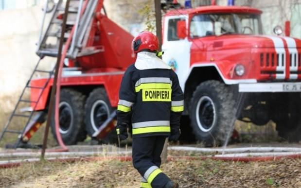 Tragedie în dimineața de Crăciun în raionul Fălești. Un bărbat a decedat, după ce casa i-a fost cuprinsă de flăcări