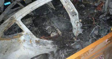 Foto На стоянке в китайском Шанхае самопроизвольно загорелся и взорвался припаркованный электромобиль Tesla 4 16.06.2021