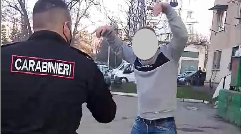 Un bărbat din orașul Fălești a atacat cu foarfeca un carabiner pe o stradă din Chișinău