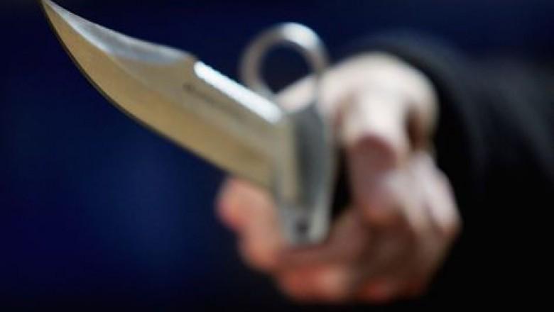 Un bărbat din raionul Dondușeni a ajuns la spital, după ce a fost înjunghiat cu un cuțit de un consătean
