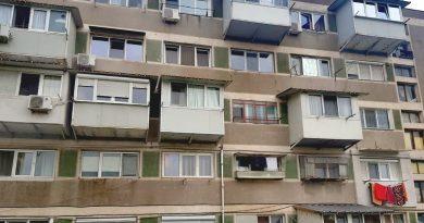 O femeie de 64 ani din Soroca a căzut de la etajul cinci în timp ce încerca să treacă de la un balcon la altul