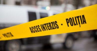Cadavrul unui bărbat a fost găsit într-o baltă de sânge într-un apartament din Drochia