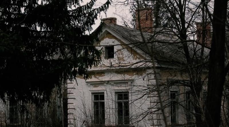 /VIDEO/ Complexul de clădiri ale Spitalului din satul Stolniceni, raionul Edineţ, se află într-o stare deplorabilă