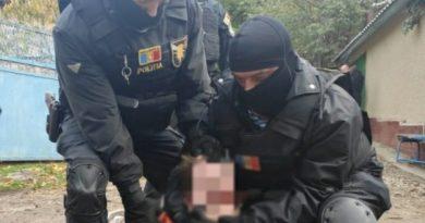 Bărbatul din raionul Anenii Noi care a luat ostatici trei copii amenințând că îi va omorî, a fost condamnat la 13 ani de închisoare