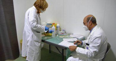 Россиянка со сниженным иммунитетом полгода болела COVID-19, в результате в ее организме развилось 18 новых мутаций коронавируса 3 17.04.2021