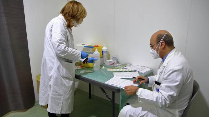 Россиянка со сниженным иммунитетом полгода болела COVID-19, в результате в ее организме развилось 18 новых мутаций коронавируса 1 17.04.2021