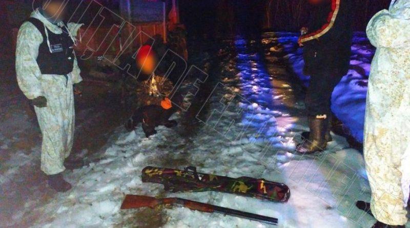 /VIDEO/ Trei bărbați din nordul țării prinși la vânătoare în zona de frontieră pe timp de noapte. S-au ales cu procese verbale