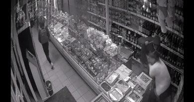 Doi bărbați din Bălți au fost reținuți de poliție pentru atac tâlhăresc într-un magazin din oraș