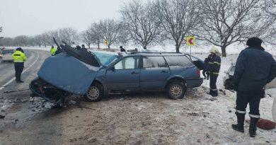 /FOTO/ Grav accident în raionul Râșcani. Două persoane au murit, iar altele trei au ajuns la spital