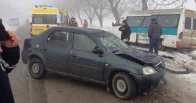 /FOTO/ Accident în raionul Briceni. Două persoane au ajuns la spital