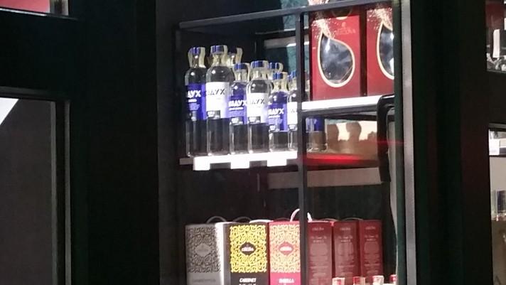 Foto В центре Бэлць магазин снова стал торговать спиртными напитками, находясь на расстоянии меньше 50 метров от школы 5 18.09.2021