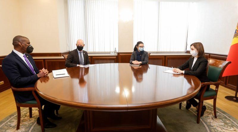 Президент Молдовы Майя Санду встретилась с послом США Дереком Хоганом, а также с главой миссии ЮСАИД в РМ Скоттом Хокландером
