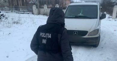 /VIDEO/ Doi bărbați din orașul Soroca au fost reținuți pentru că au introdus prin contrabandă în țară aproximativ un milion de lei