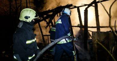 /VIDEO/ Incendiu puternic la Bălți. Pompierii au luptat mai bine de trei ore cu flăcările