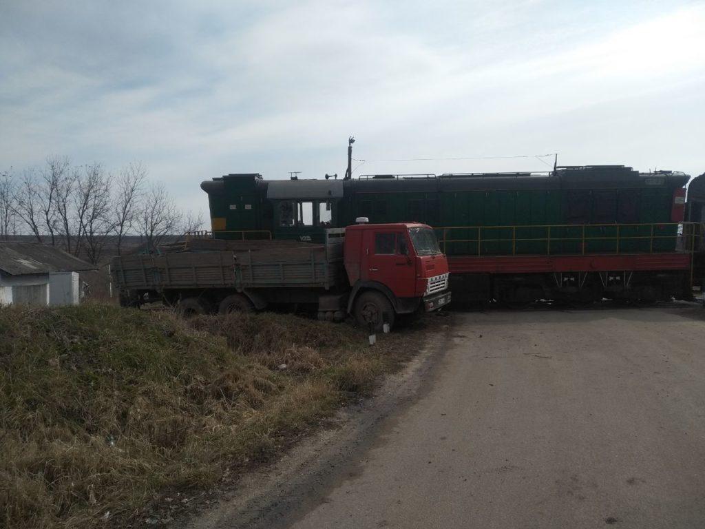 /FOTO/ Un bărbat din Edineț a scăpat cu zile, după ce nu a cedat trecerea unui marfar în raionul Briceni 3 14.04.2021
