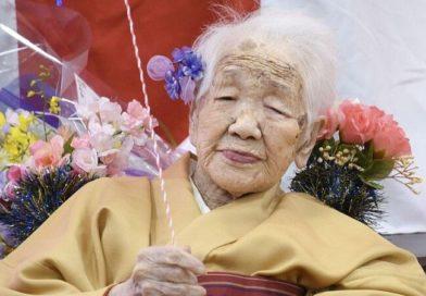 В Японии старейшая жительница планеты  повезет олимпийский огонь на инвалидной коляске