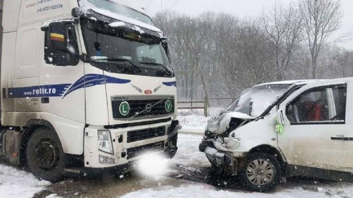 Accident în raionul Fălești. O femeie a fost transportată la spital