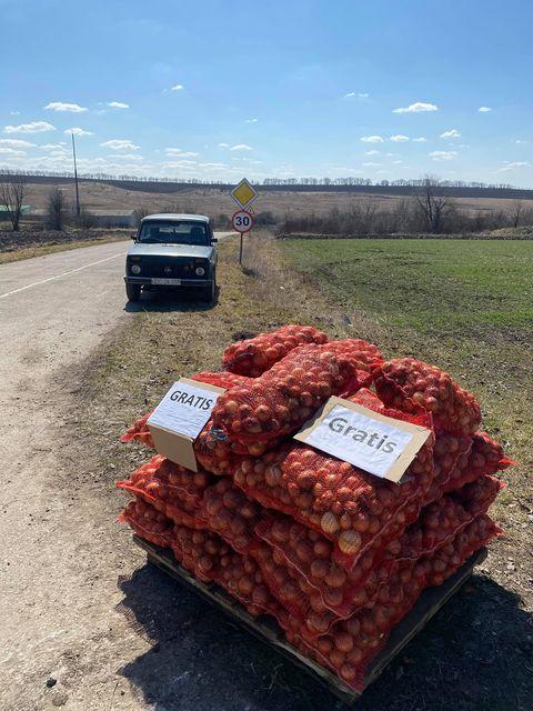 Un fermier din raionul Ocnița oferă ceapă gratuit pentru că nu are unde să o vândă 1 18.04.2021